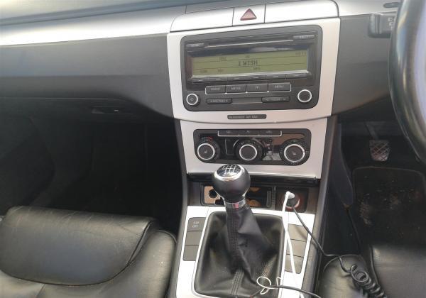 Arnold 2011 Volkswagen Passat Sedan
